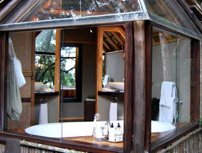A classic tree suite bathroom